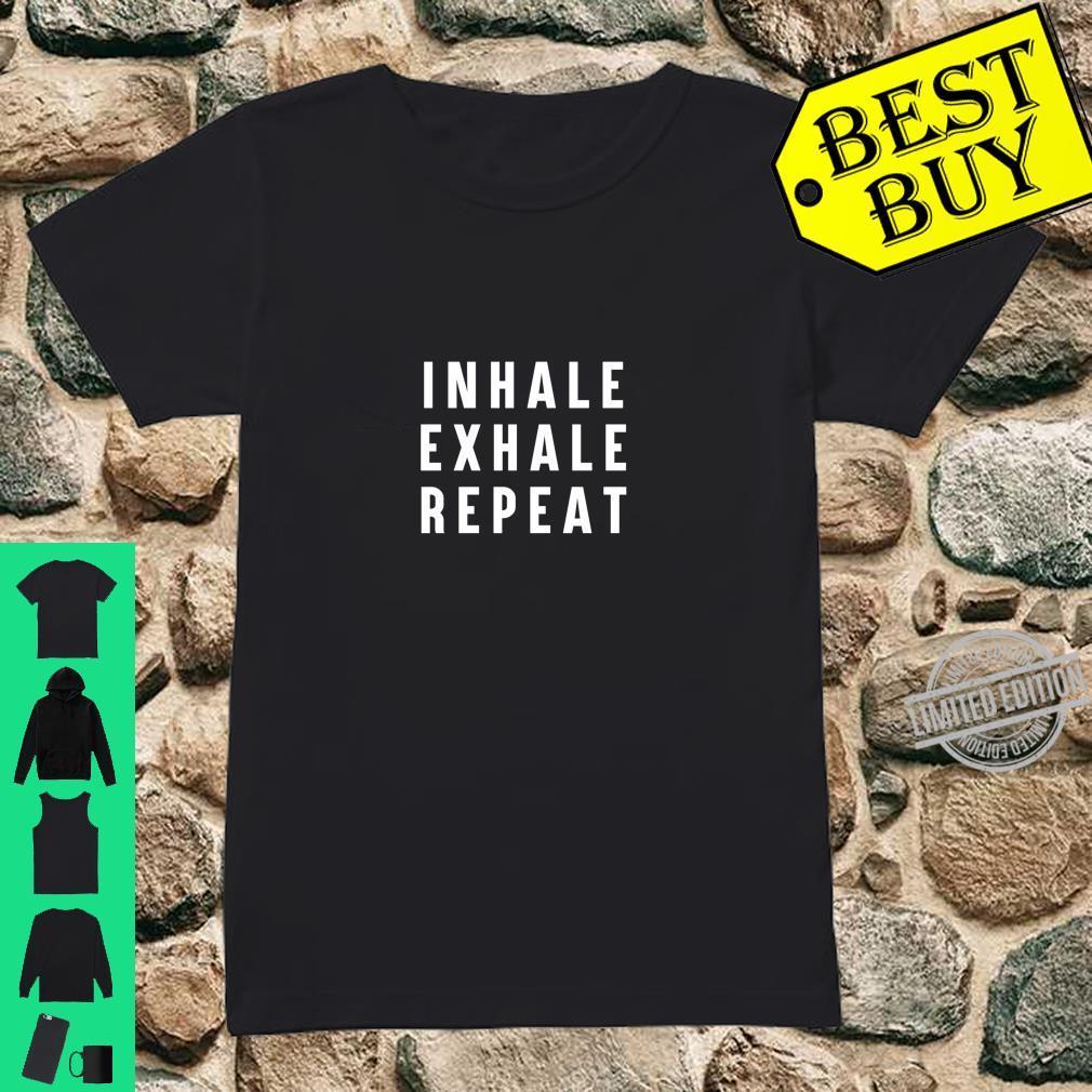 Einatmen Ausatmen Ausatmen Wiederholung des YogaSpruchs Langarmshirt Shirt ladies tee