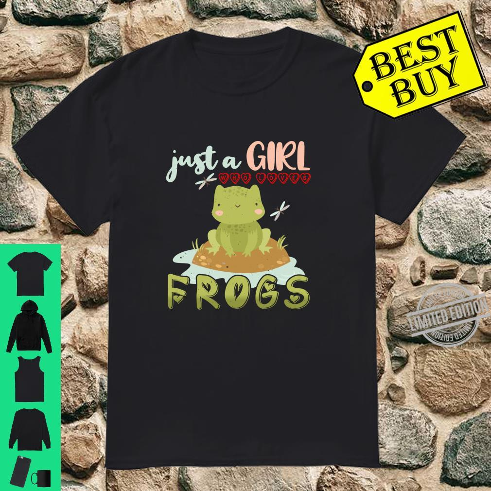 Girl Who Loves Frogs Cute and Moms Shirt