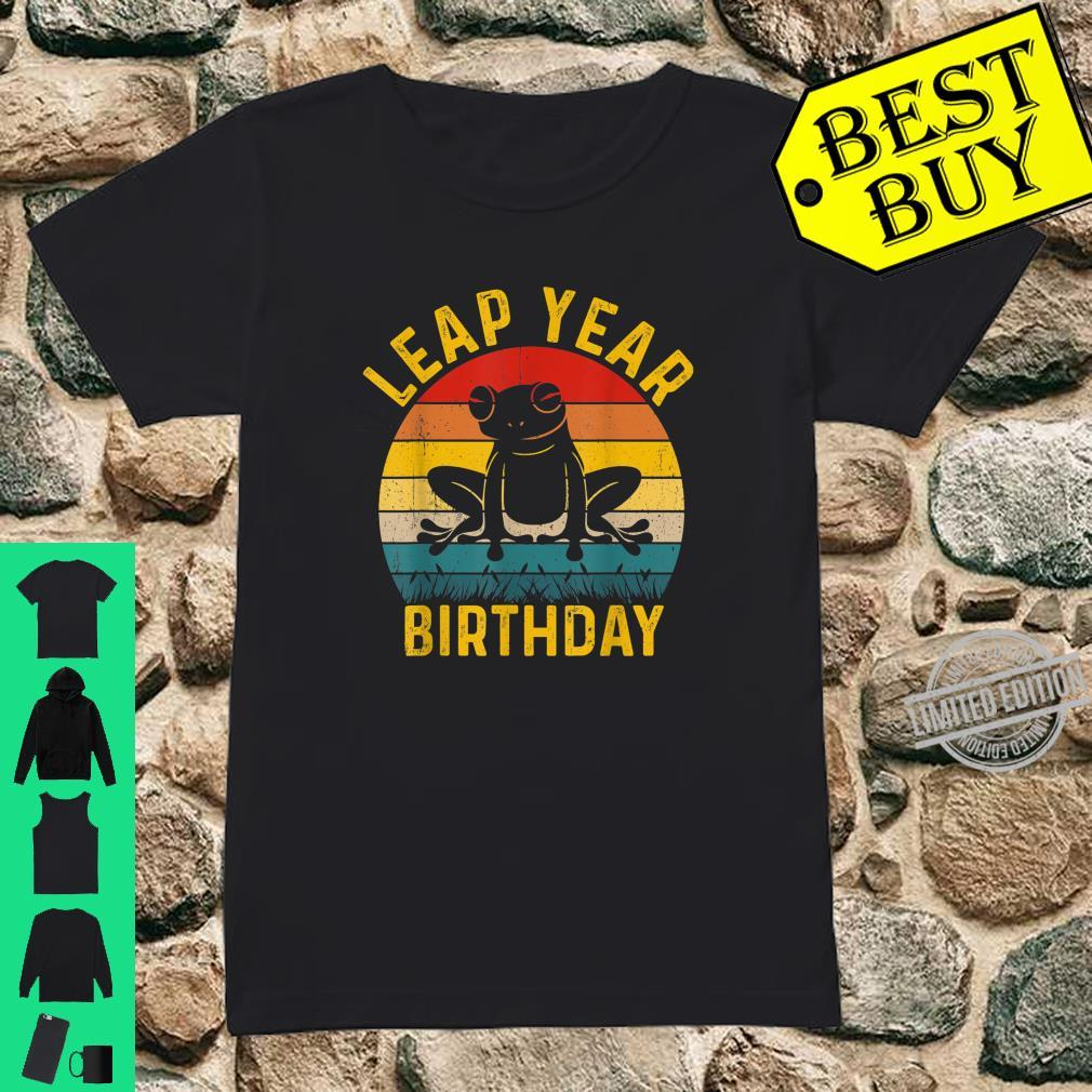 Leap Year Birthday Vintage February 29 Leap Day Frog Shirt ladies tee