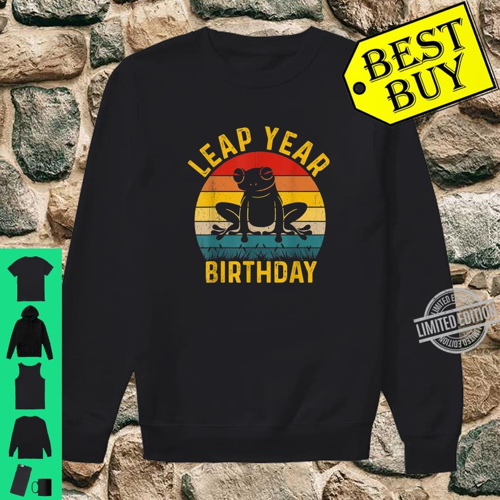 Leap Year Birthday Vintage February 29 Leap Day Frog Shirt sweater
